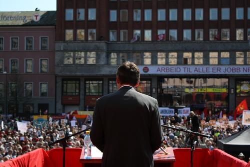 Jens Stoltenberg se dirige a multitud concentrada en Youngstorget (Oslo)